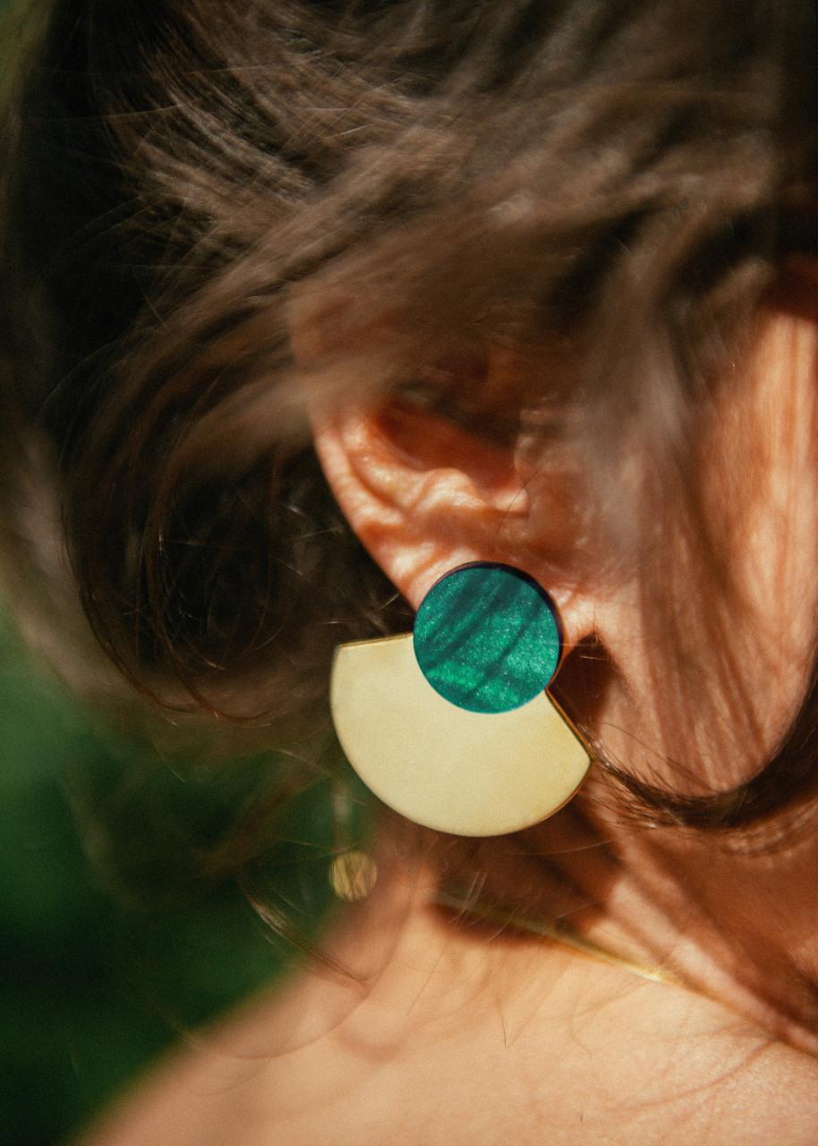 Lookbook Les Tatillonnes / Sarah Aubel bijoux en laiton dorés à l'or fin et plexiglass